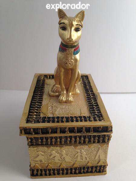 bastet coffre au tr sor egypte dor bo te avec statue de chat gyptien. Black Bedroom Furniture Sets. Home Design Ideas