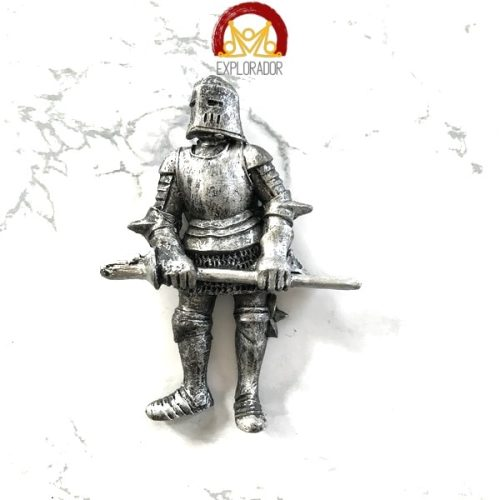 magnet chevalier armure epee horizontale