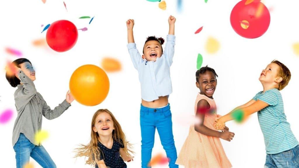 enfants jouant anniversaire